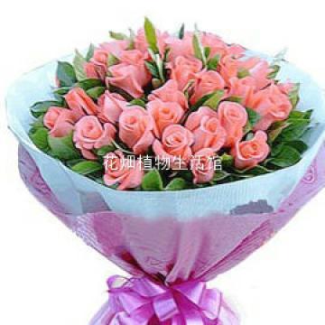 玫瑰33枝   配材:海桐或者冬青   包装: 瓦楞纸,桃